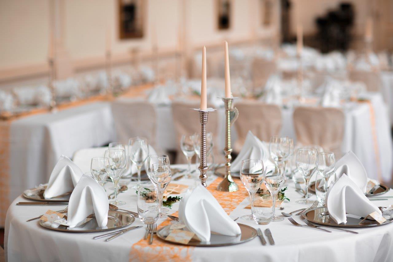 Tisch rund mit Tischband